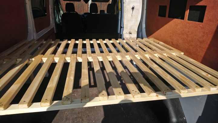 Lattenrost für den Camper bauen Ford Transit Kastenwagen